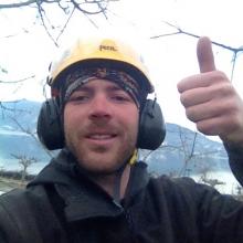 Julien, titulaire du CS élagage et du CAP cordiste.