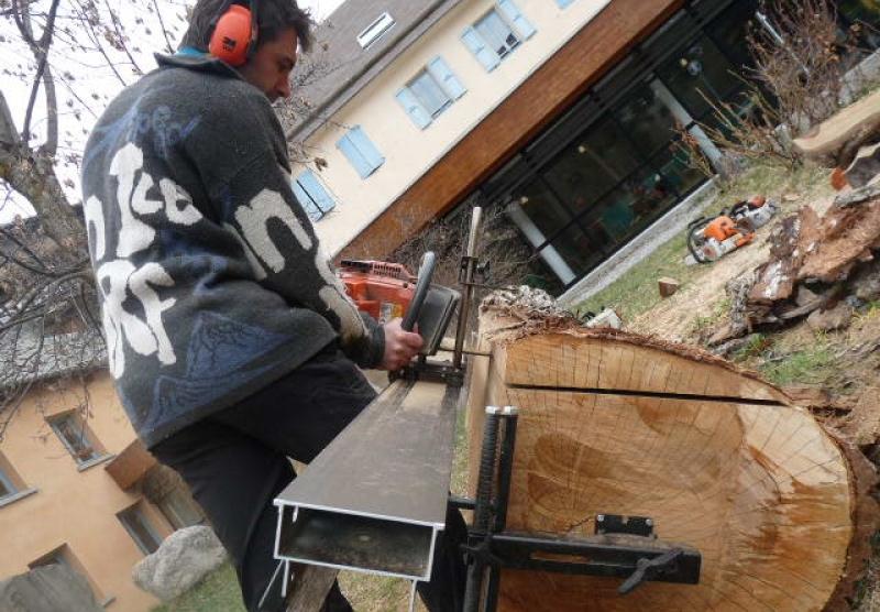 La mini-scierie Basic Big Mill : délignez sur place de vos arbres abattus